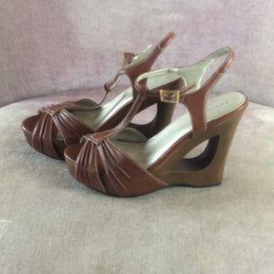 Light brown, peep toe platform wedges 7.5